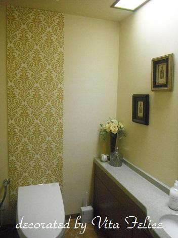 トイレに絵を飾ると・・・_b0310144_17301172.jpg