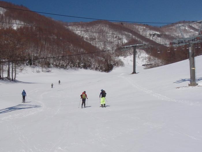 麓は春、山頂は真冬の上州武尊山_e0292469_1804818.jpg