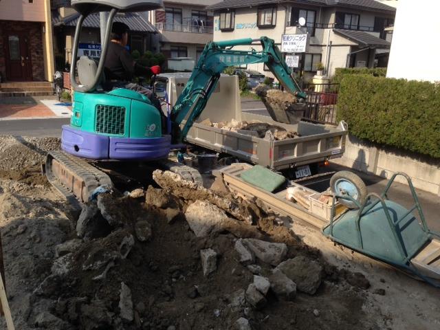 基礎工事が始まりました。_b0283089_2054339.jpg