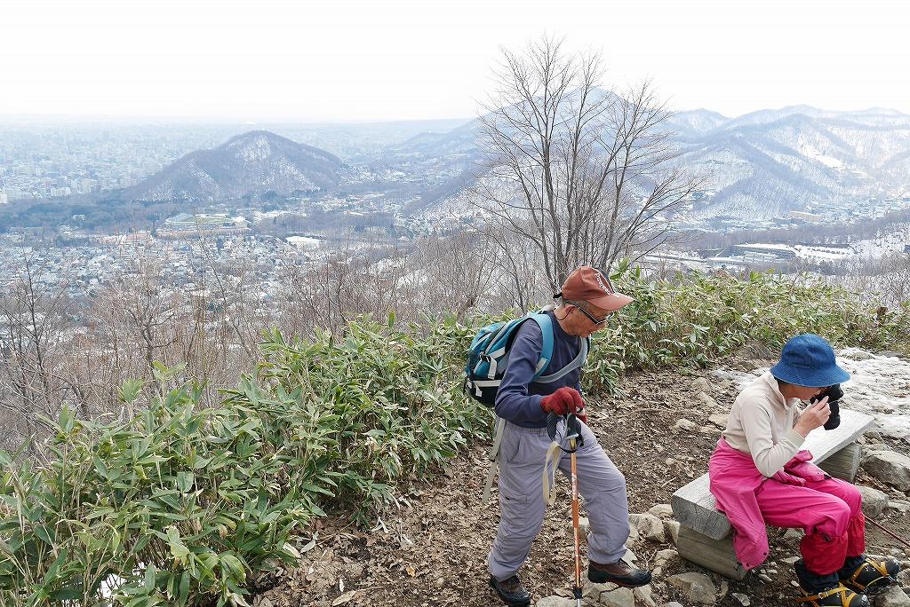 4月9日、三角山から奥三角山_f0138096_10103953.jpg