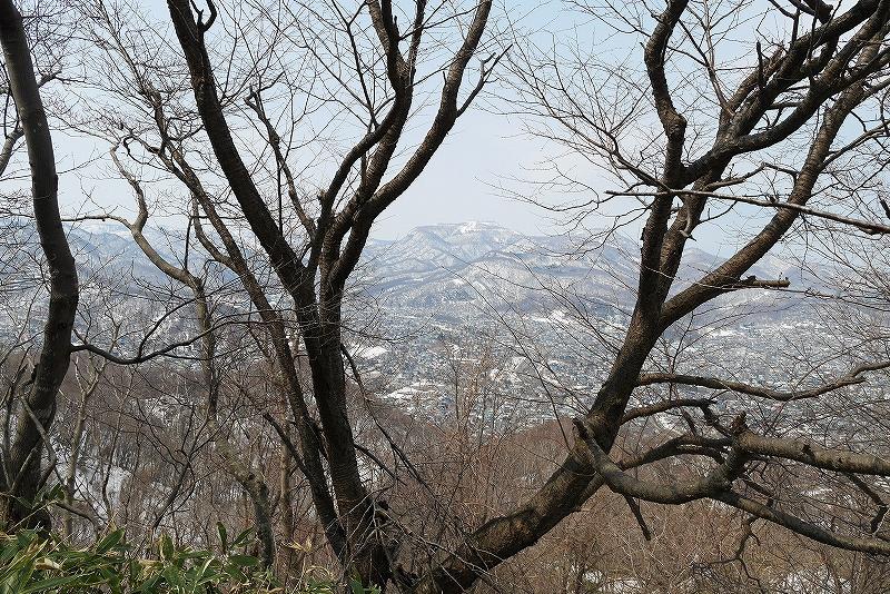 4月9日、三角山から奥三角山_f0138096_10105774.jpg