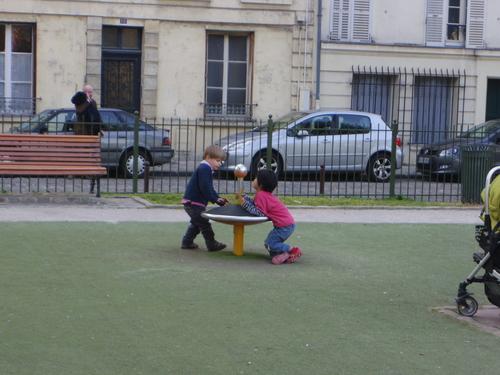 フランスの教育 その2―子供たちの学校でのたくさんのアクティビティ_e0123104_1314348.jpg