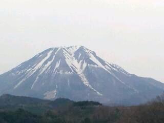 実家跡地の桜と大山_a0098174_22374933.jpg