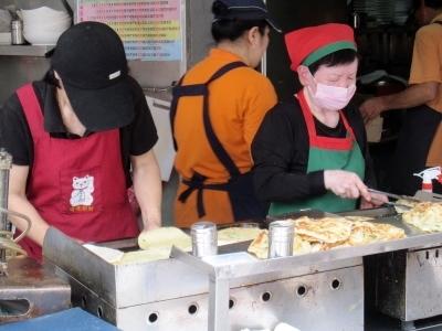 ビバ買い食い!葱餅@永康街_d0133225_2132096.jpg