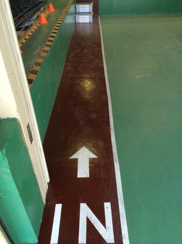 入り口のペンキ塗り_d0085634_15304332.jpg