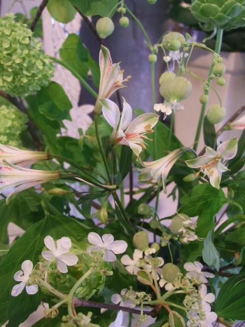 オークリーフ花の教室(赤地さんと宮原さんの作品)_f0049672_1733338.jpg