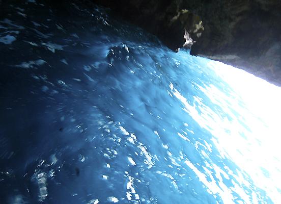 グロッタ・ジンザルーサ 1. 陽光が生み出す青の万華鏡_f0205783_19183455.jpg