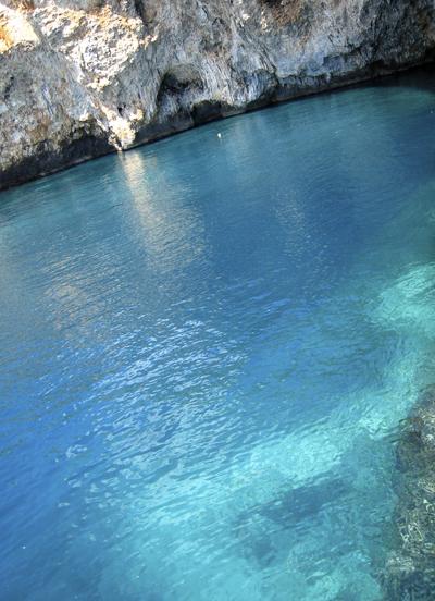 グロッタ・ジンザルーサ 1. 陽光が生み出す青の万華鏡_f0205783_1993137.jpg