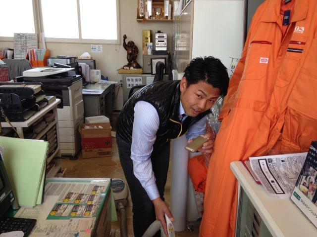 山本が送ります(●ゝω・)ノ4月16日本店 TOMMMYの1日~ランクル ハマーアルファード_b0127002_19335480.jpg