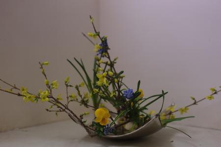 定期レッスン3月 春の花木の花瓶活け後編 一種か二種の花で_a0042928_17283241.jpg
