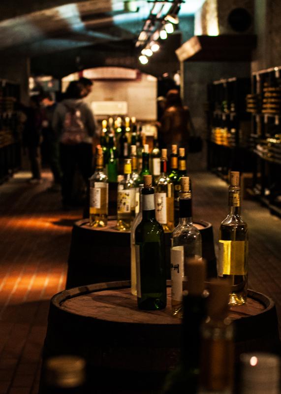 ワインカーブで飲みまくる/山梨県へこりとっぷ(2)_d0214541_10293415.jpg