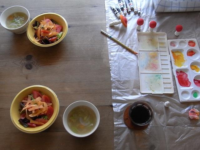 紙粘土でつくるキノコ 本  (色塗り 編 )_d0105967_1233519.jpg
