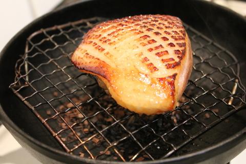 スモーク鴨、鶏、豚肉でポッサムの盛り合わせ。ご飯も葉っぱに包んで。_a0223786_14573387.jpg