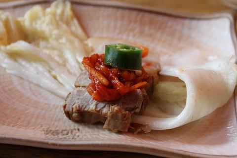 スモーク鴨、鶏、豚肉でポッサムの盛り合わせ。ご飯も葉っぱに包んで。_a0223786_159037.jpg
