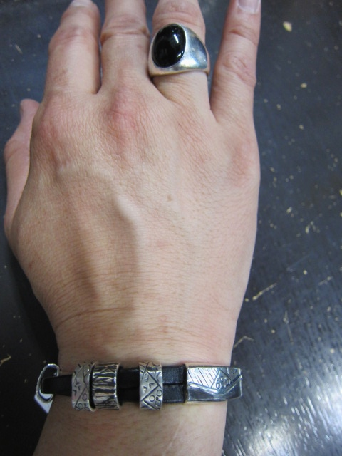 Michael Roanhorse  etc.. TOP ARTIST モノ SILVER BANGLE!★!_d0152280_1430369.jpg