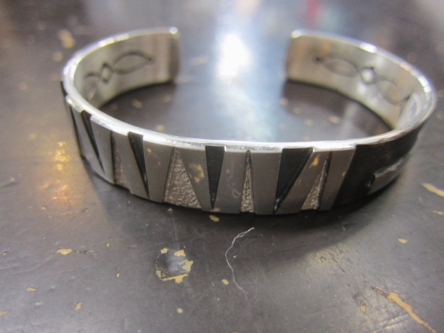 Michael Roanhorse  etc.. TOP ARTIST モノ SILVER BANGLE!★!_d0152280_14314038.jpg