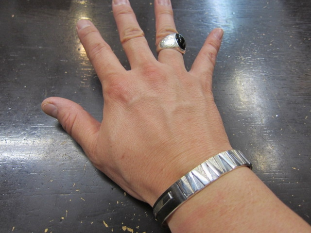 Michael Roanhorse  etc.. TOP ARTIST モノ SILVER BANGLE!★!_d0152280_14322476.jpg