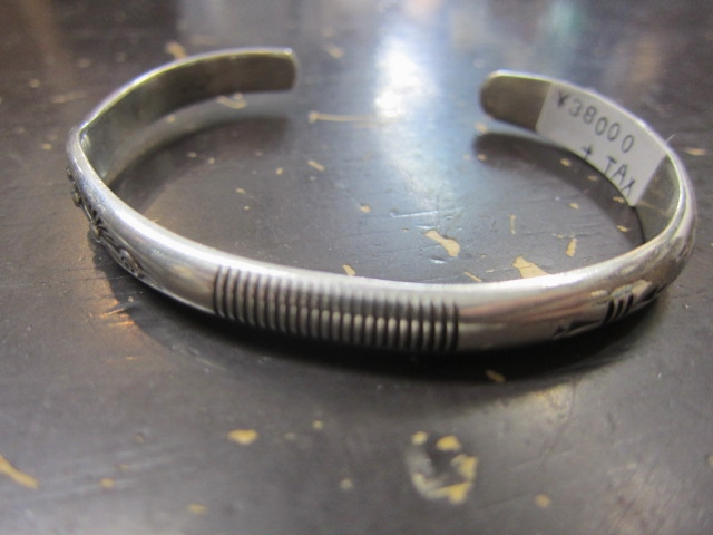 Michael Roanhorse  etc.. TOP ARTIST モノ SILVER BANGLE!★!_d0152280_14393229.jpg