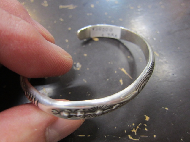 Michael Roanhorse  etc.. TOP ARTIST モノ SILVER BANGLE!★!_d0152280_1439487.jpg