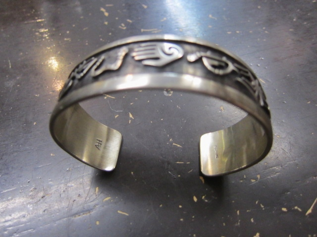 Michael Roanhorse  etc.. TOP ARTIST モノ SILVER BANGLE!★!_d0152280_1442597.jpg