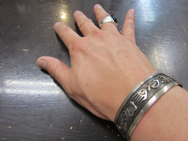 Michael Roanhorse  etc.. TOP ARTIST モノ SILVER BANGLE!★!_d0152280_144387.jpg