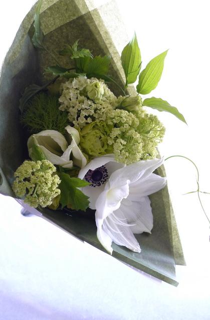 カフェの10周年に花束。「白系で」。_b0171193_19552428.jpg