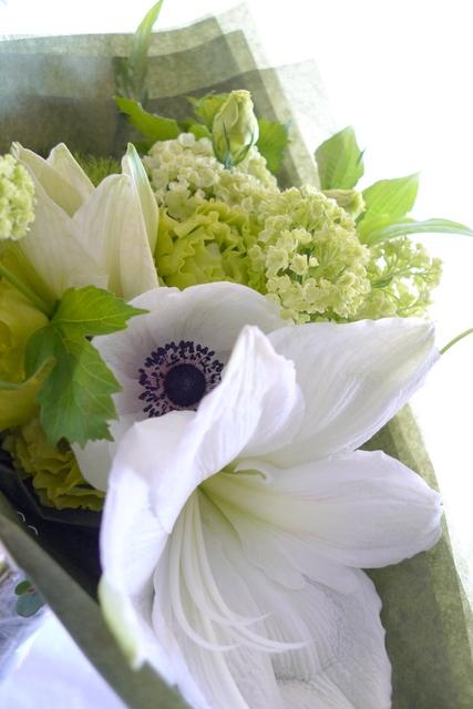 カフェの10周年に花束。「白系で」。_b0171193_19553250.jpg