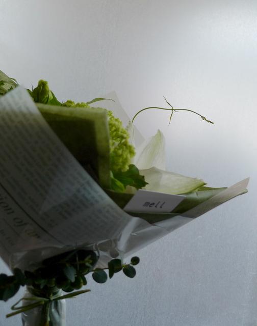 カフェの10周年に花束。「白系で」。_b0171193_19553572.jpg