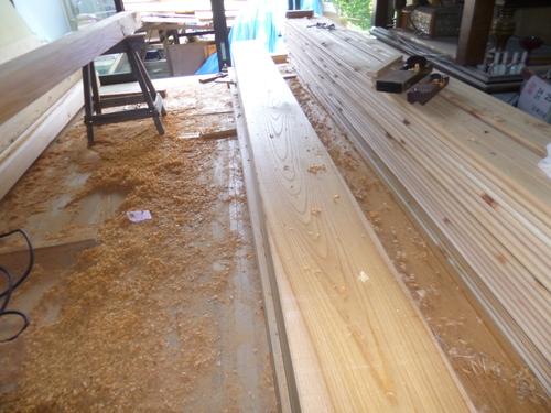 ケヤキの柱と一枚板_e0064493_18125886.jpg