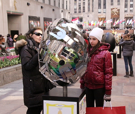 NYの街中で卵型アートのエッグハント、The Fabergé Big Egg Hunt_b0007805_14175323.jpg