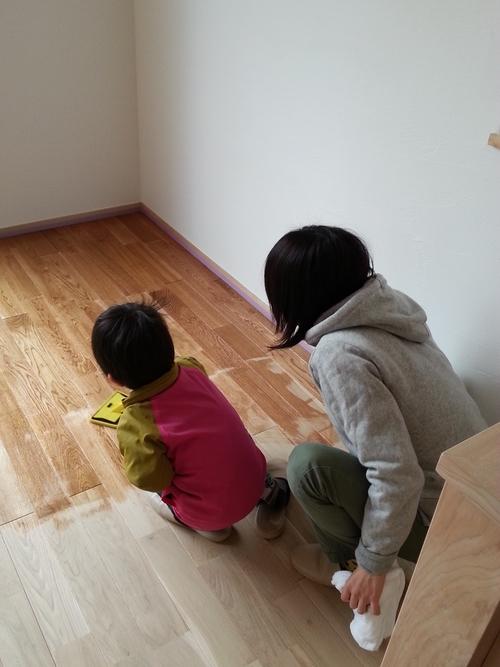 床塗装を行ないました。_a0148909_1123205.jpg