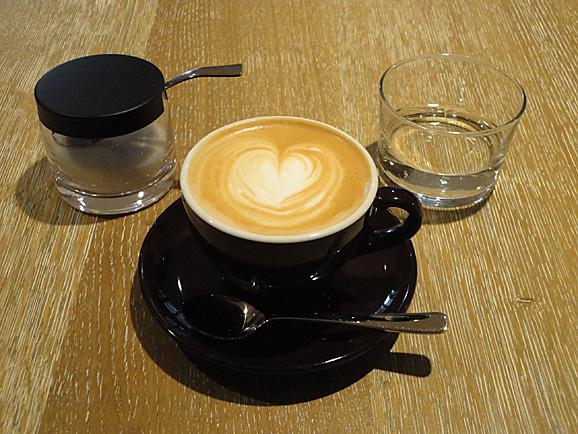 COBI COFFEEで美味しいラテ_e0230011_17221341.jpg