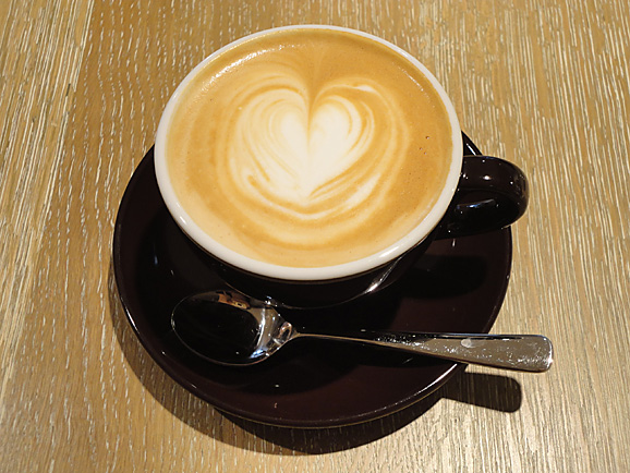 COBI COFFEEで美味しいラテ_e0230011_17223675.jpg