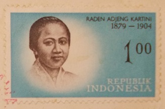今日(4/21)はインドネシアの国民的英雄:「カルティニの日」1万ルピア札と記念切手_a0054926_221684.jpg