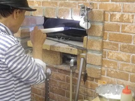 ナポリの窯職人でマルゲリータ_a0139242_5474263.jpg