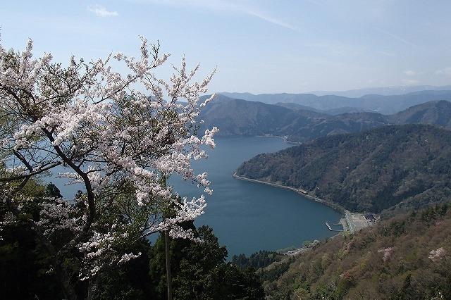 余呉湖と賎ケ嶽_b0044663_0364846.jpg