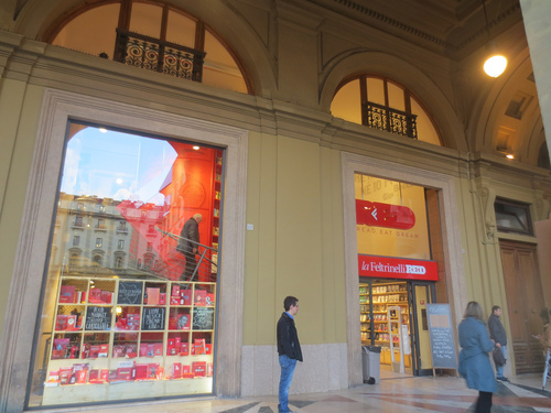 La Feltrinelli- RED@Firenzeのオープン_c0179785_1850614.jpg
