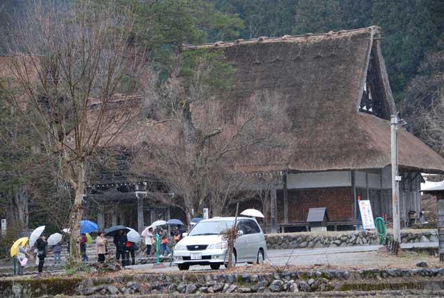 今頃ですが白川郷の写真です_b0120492_1651327.jpg