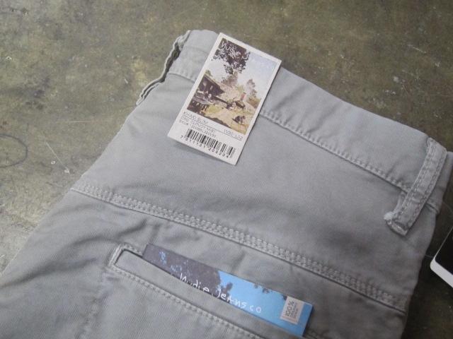 絶大なる人気定番の1本! KHAKI SLIM PANTS 。。。By NUDIE JEANS_d0152280_16275562.jpg
