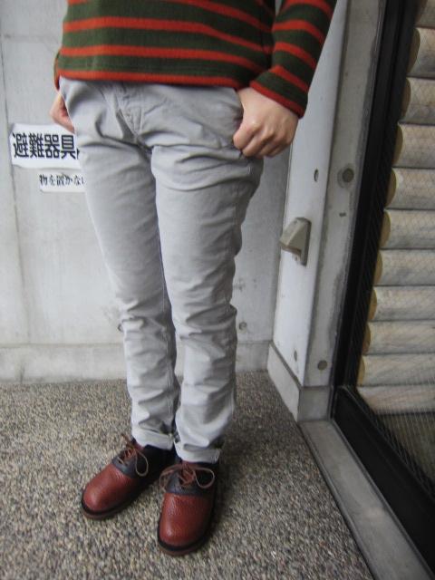 絶大なる人気定番の1本! KHAKI SLIM PANTS 。。。By NUDIE JEANS_d0152280_16303123.jpg
