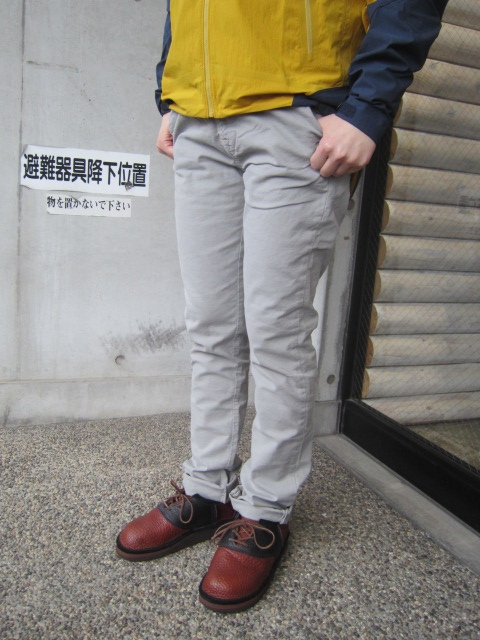 絶大なる人気定番の1本! KHAKI SLIM PANTS 。。。By NUDIE JEANS_d0152280_16334661.jpg