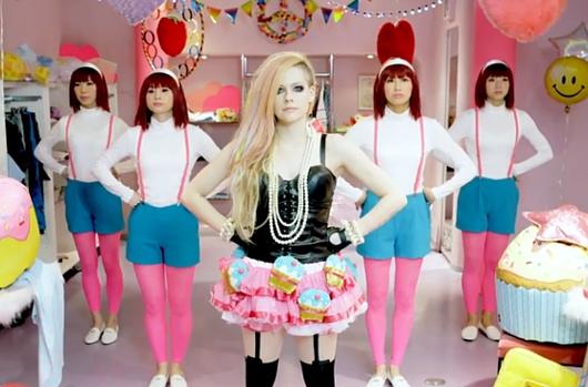 カ・カ・カ・カワイイ!!! アヴリル・ラヴィーンさんの最新シングルはなんとHello Kitty?!_b0007805_501682.jpg