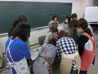 先日のアイシングクッキー教室と焼きカレーパンとか胡桃入りパンとか_f0149855_692625.jpg