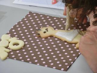 先日のアイシングクッキー教室と焼きカレーパンとか胡桃入りパンとか_f0149855_694926.jpg