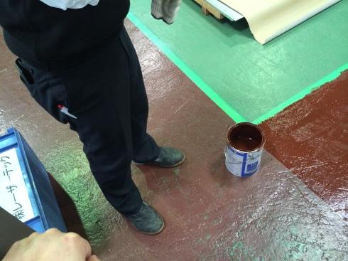 廊下のペンキ塗り_d0085634_14021265.jpg