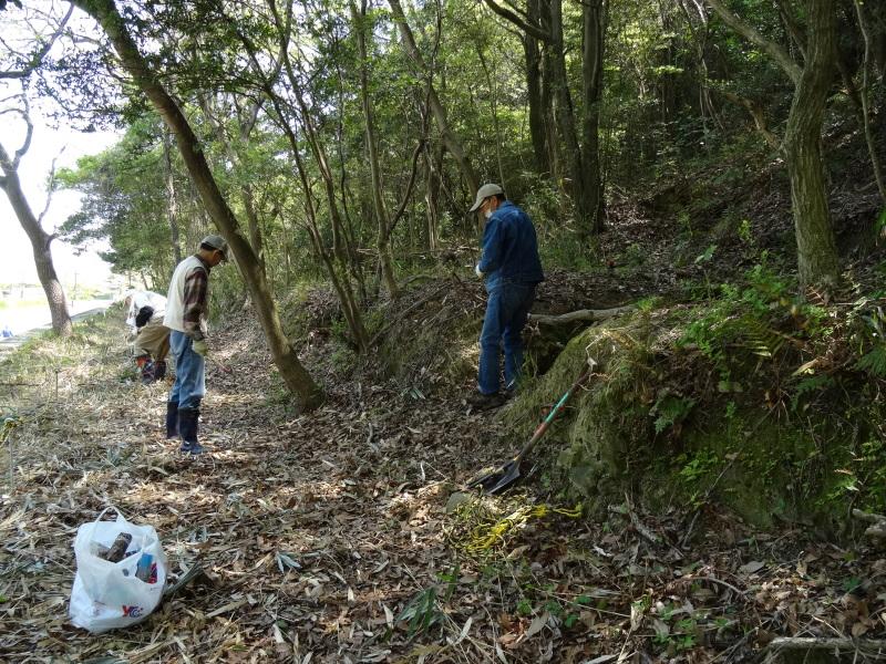 新山整備とササユリ保護作業の継続  in  うみべの森_c0108460_18100683.jpg