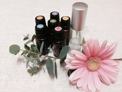 * お知らせ 「森の月アロマ」 香水作り in コチカフェ *_e0290872_23161043.jpg
