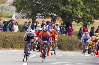 日本大学自転車競技部・岡本隼(おかもと はやと)選手を金栄堂サポート!_c0003493_1252355.jpg