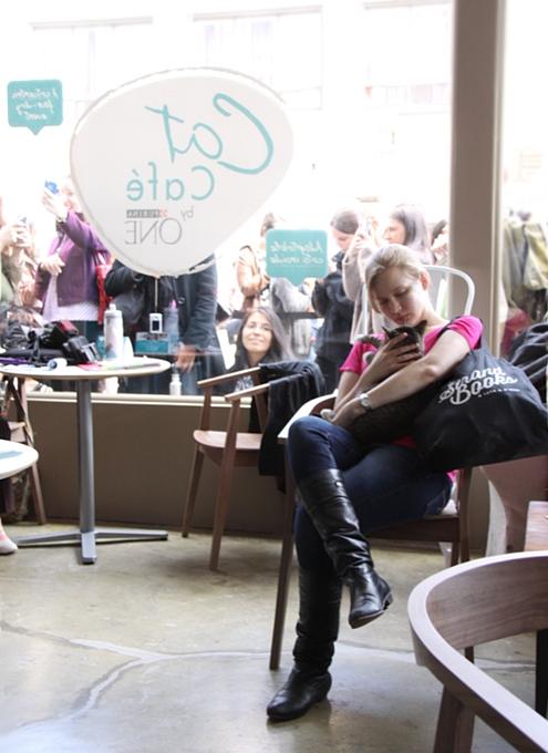 NY初の猫カフェ(Purina One Cat Café)に行ってきました #CatCafe_b0007805_2133929.jpg
