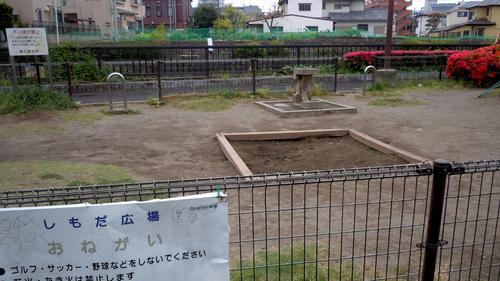 公園の砂場に砂がなくて…_b0190576_23561315.jpg